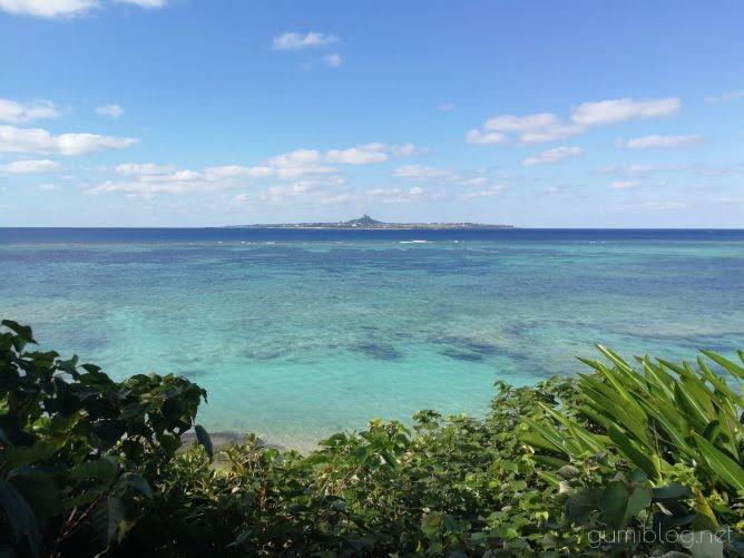 沖縄の青く美しい海