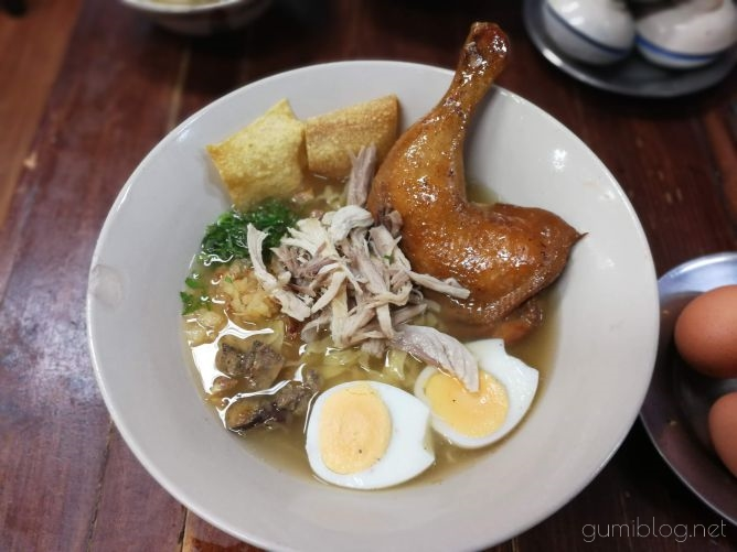 【Chicken Noodle Khaokrung】@サイアムのチキンヌードル画像