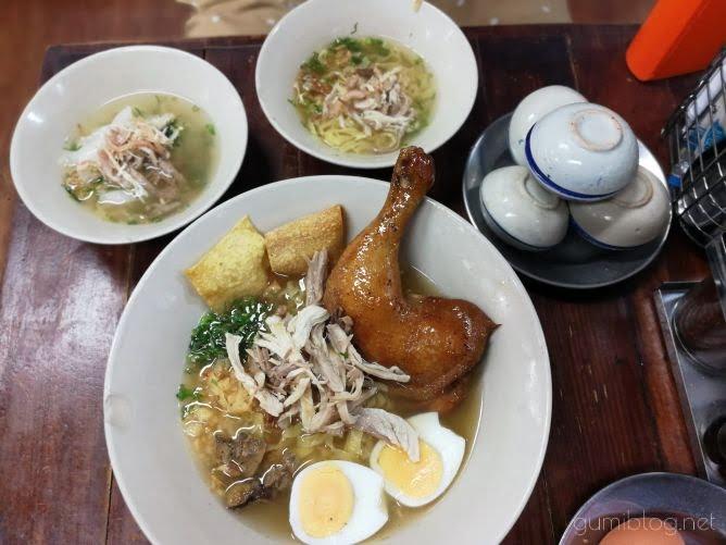 【Chicken Noodle Khaokrung】@サイアムの18バーツタイヌードル画像