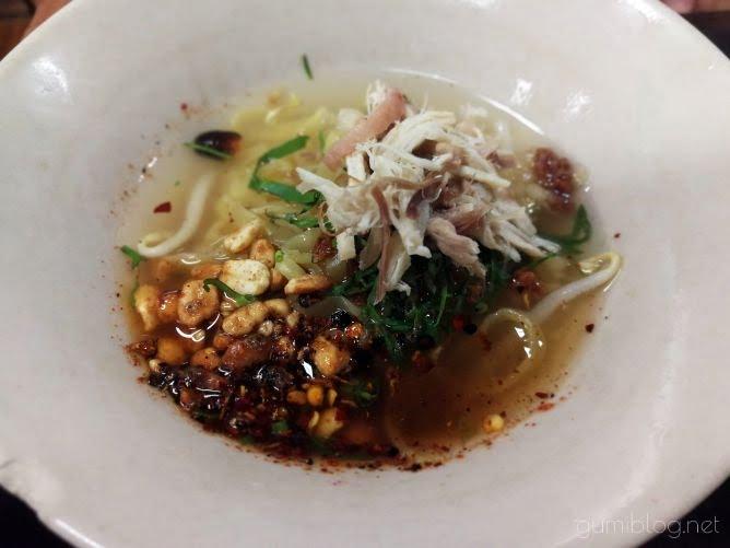 【Chicken Noodle Khaokrung】@サイアムのトムヤムヌードル画像