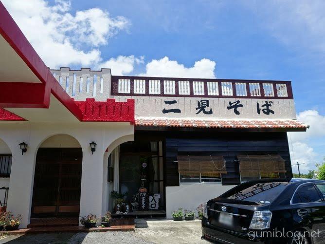 ほろほろソーキ・ゆし豆腐などが味わえる全部のせが人気の二見そば@沖縄本島北部名護
