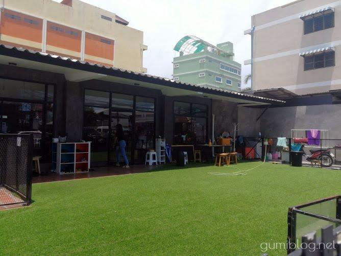 ドリンク付き150฿で楽しめる犬カフェ【Hong Hong Dog Cafe】タイ・パタヤ外観画像