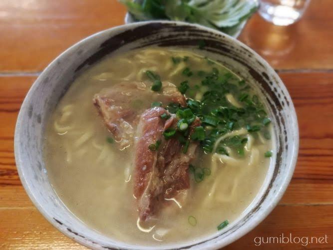【沖縄そば 金太郎】豚骨ベースの白濁スープが絶品!二郎系も@南城市
