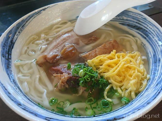【まるやすそば】つるつるぷりぷりの生麺にヤミツキ@中城村