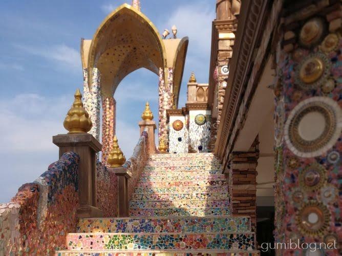 タイのお寺【ワット・プラタート・パーソーンケーオ】の階段
