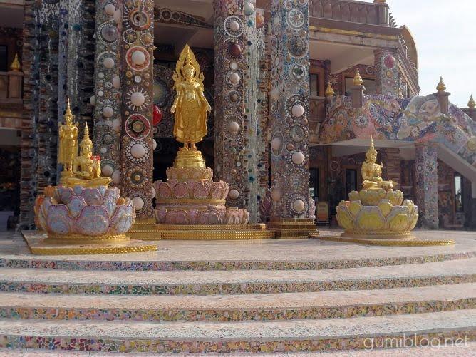 タイのお寺【ワット・プラタート・パーソーンケーオ】カラフルに輝くモザイクが美しい!カオコーの人気観光スポット