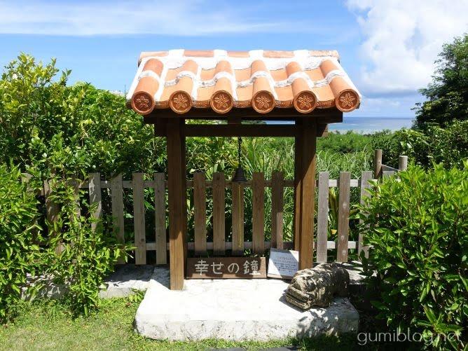 南城市の沖縄そば店オーシャンビューの「沖縄そば峰」の幸せの鐘