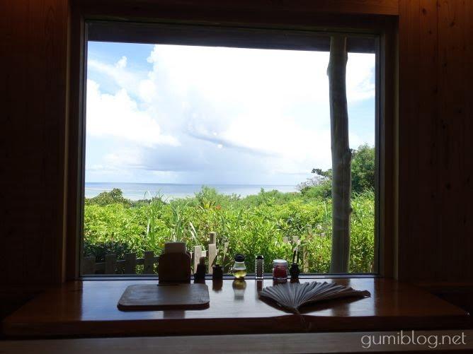 オーシャンビューの「沖縄そば峰」雰囲気は最高!海を眺めながら食べられる