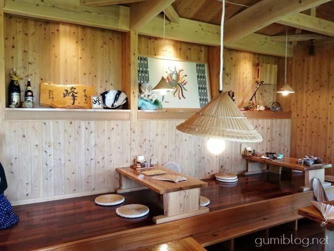 南城市の沖縄そば店オーシャンビューの「沖縄そば峰」の座敷