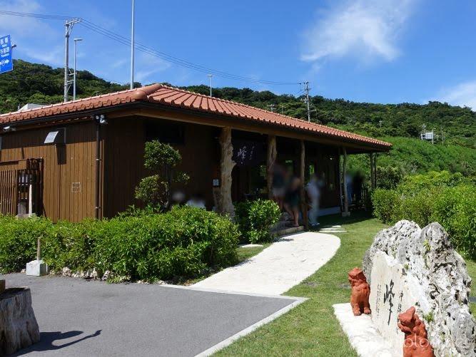 南城市の沖縄そば店オーシャンビューの「沖縄そば峰」の外観