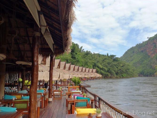 タイ・カンチャナブリの人気水上ホテルで流れ星を見よう!ザ・フロートハウス・リバークワイのレストラン