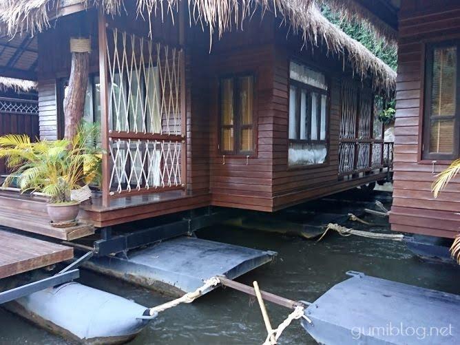 タイ・カンチャナブリの人気水上ホテルで流れ星を見よう!ザ・フロートハウス・リバークワイの水上コテージ