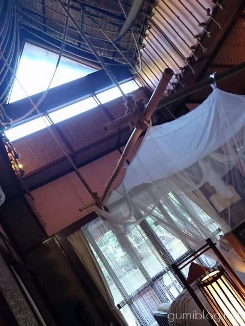 タイ・カンチャナブリの人気水上ホテルで流れ星を見よう!ザ・フロートハウス・リバークワイの天井