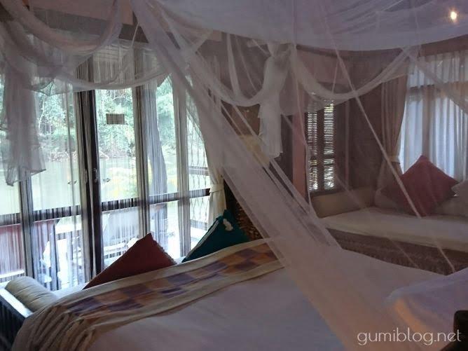 タイ・カンチャナブリの人気水上ホテルで流れ星を見よう!ザ・フロートハウス・リバークワイのソファー