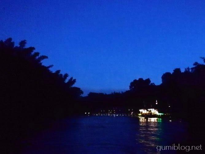 タイ・カンチャナブリの人気水上ホテルで流れ星を見よう!ザ・フロートハウス・リバークワイのレストラン夜