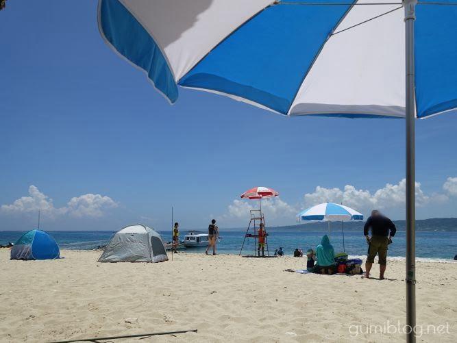 コマカ島のビーチパラソル