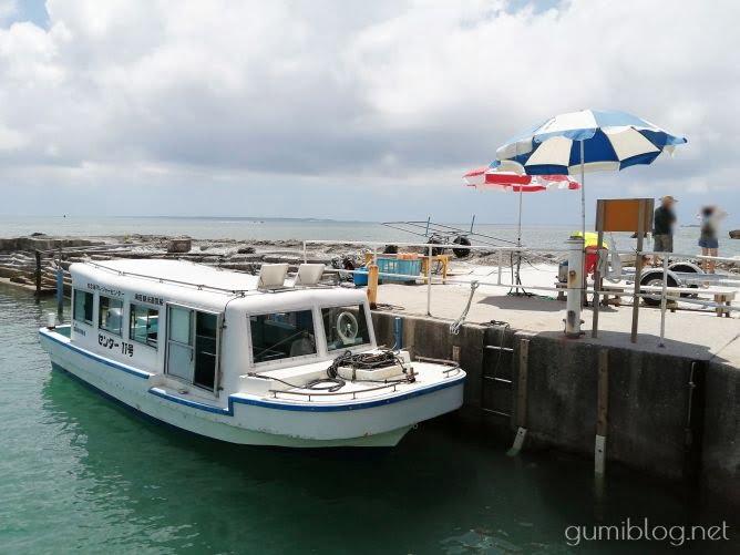コマカ島のグラスボート