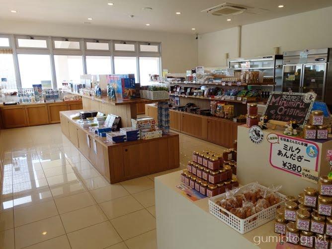 ミルミル本舗本店は石垣島の自家製ジェラート店はお土産屋も併設