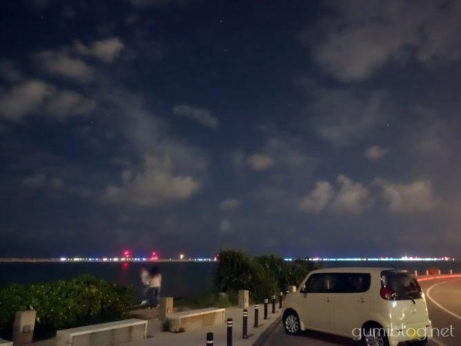 沖縄の夜ドライブの隠れた人気スポット「瀬長島ウミカジテラス」