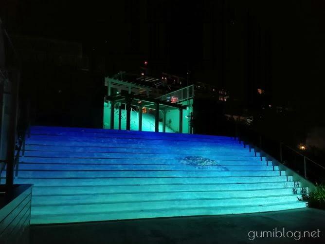 瀬長島ウミカジテラスのプロジェクションマッピング!沖縄の夜ドライブに