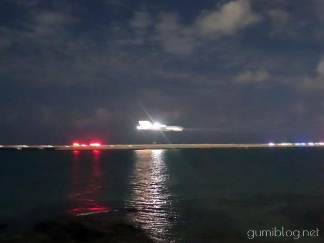 瀬長島ウミカジテラスから見える飛行機