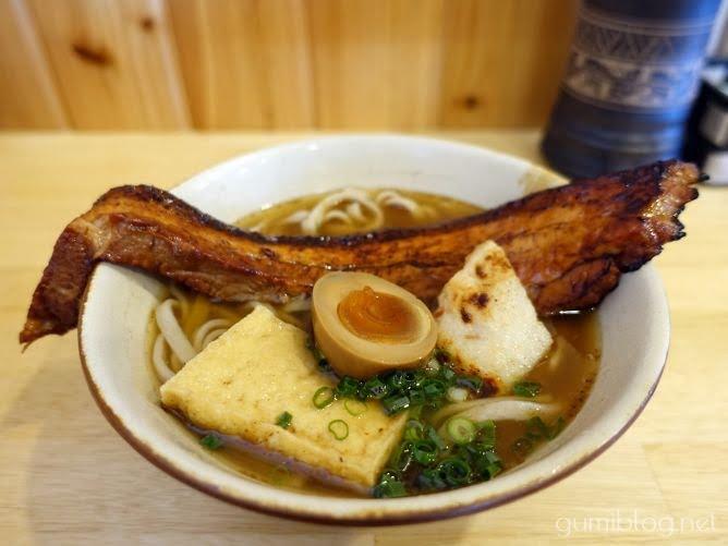 「特製炙り島豚そば」を食べたわたしの感想-本部町の沖縄そば