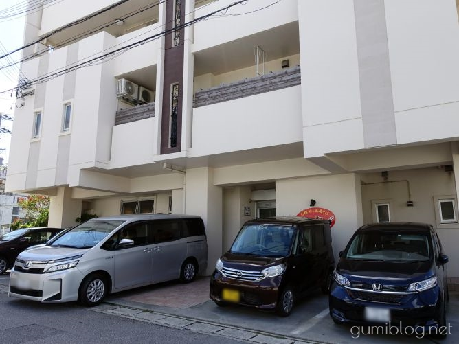 高江洲そばの駐車場は広めのスペース!約15台OK