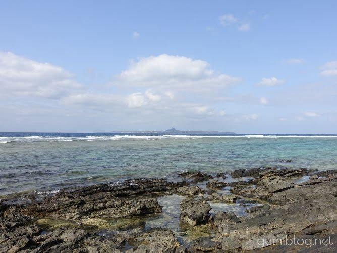 【大石原のアンモナイト化石】ダイナミックな地形が楽しい-美ら海水族館すぐの海