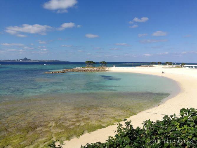 【エメラルドビーチ】真っ白な砂浜がきれい-美ら海水族館すぐの海