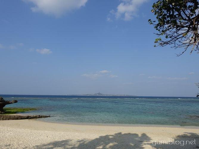【美ら海の浜辺(亀の浜)】美ら海水族館を出てすぐ近く-美ら海水族館すぐの海