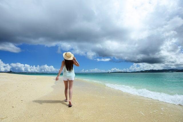 沖縄の6月の「服装画像」について