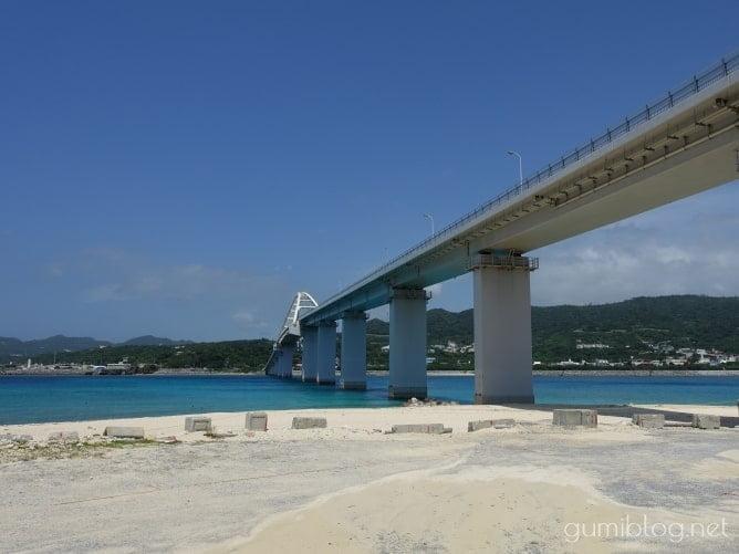 瀬底島のアンチ浜は橋や海流に注意!浅瀬で楽しもう