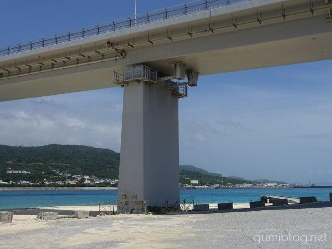 アンチ浜から見た瀬底大橋