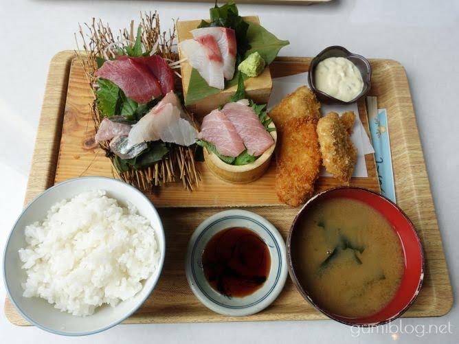 国頭港食堂の人気メニュー「刺身3点盛と地魚のフライセット」を食べた感想