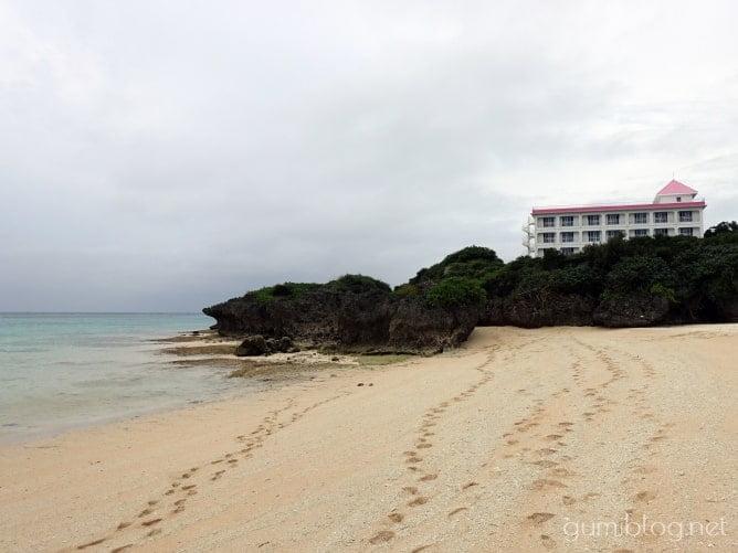 与論島のウドノスビーチに来たら小道のプチ冒険も忘れずに
