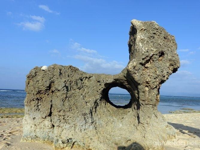 トケイ浜の円筒状空洞地形
